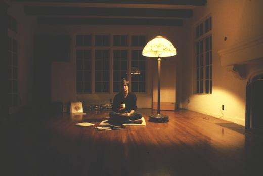 Стив Джобс пьет чай у себя дома