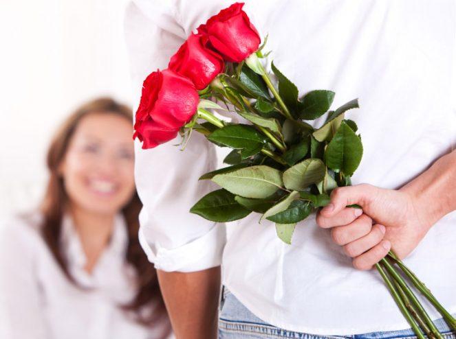 лучший подарок женщине - цветы