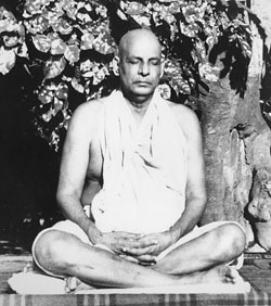 Свами Шивананда в состоянии медитации